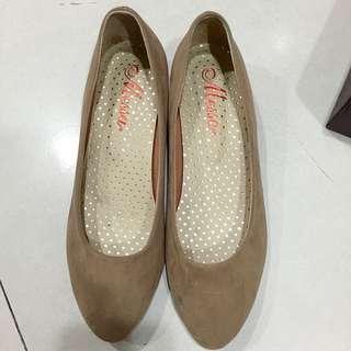 MESSA專櫃 低根杏色高根鞋