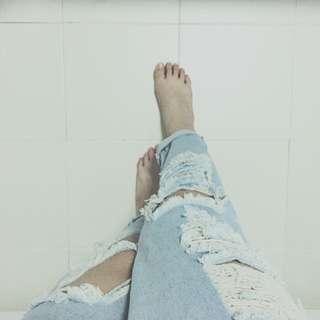 💥PENDING💥 Ripped Denim Jeans