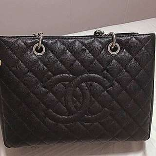 AUTHENTIC LIKE NEW CHANEL GST SHW