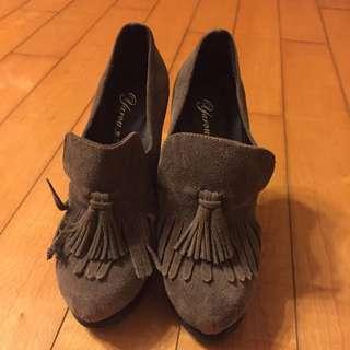 牛麂皮高跟鞋