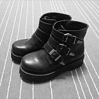 厚底 銀扣靴