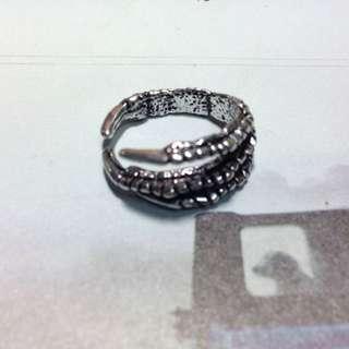 🚚 古銀魔手戒指