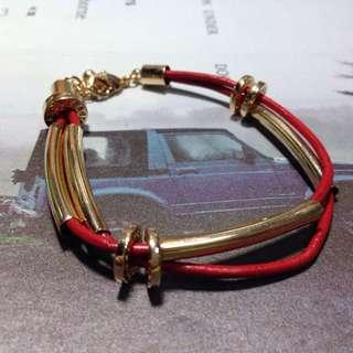 🚚 紅色皮質金環手鍊