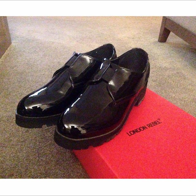 London rebel 黑色chunky Elastic亮皮鞋