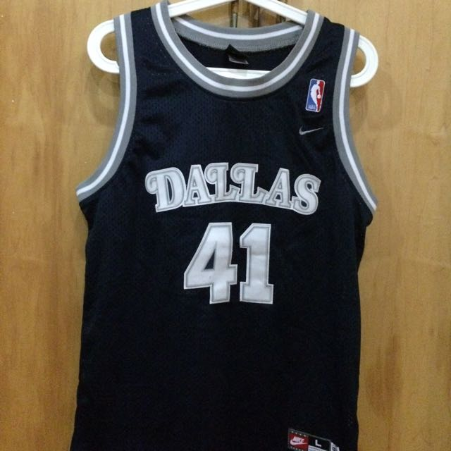 8e5a1880362 NBA Vintage Dirk Nowitzki Dallas Mavericks Jersey, Sports on Carousell