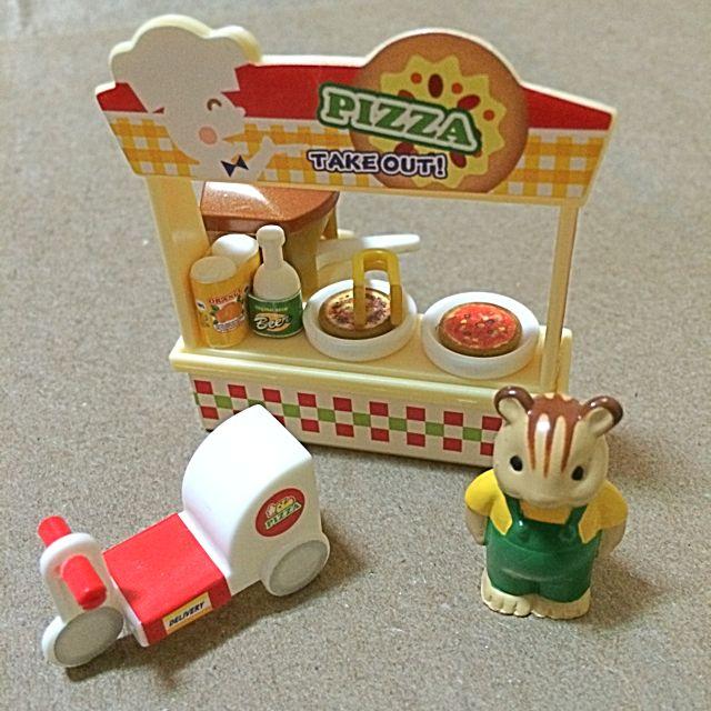 *絕版彼得兔扭蛋組(pizza店)。二手