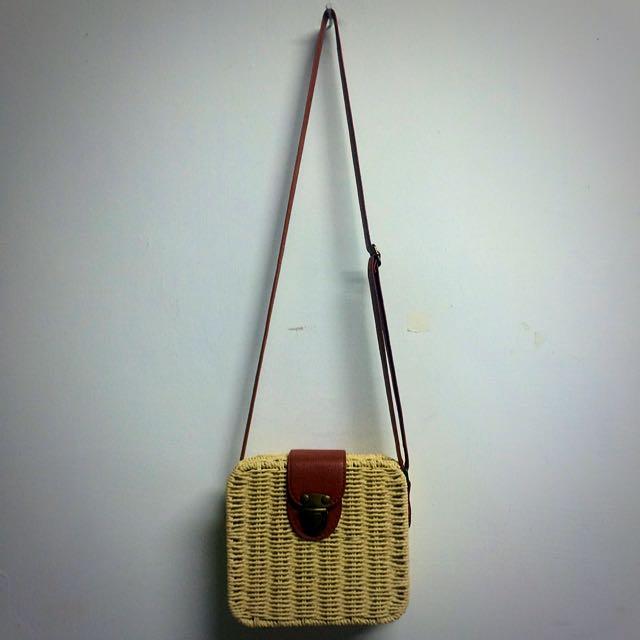 可愛米色竹藤編織包✨