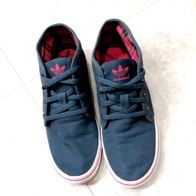 Adidas中筒鞋 9成新 (保留)
