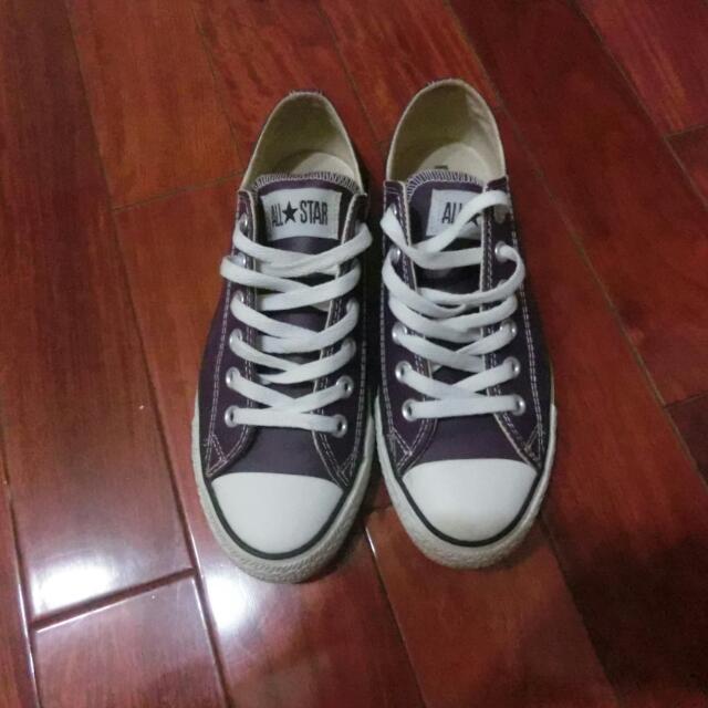 All star 紫色皮的帆布鞋