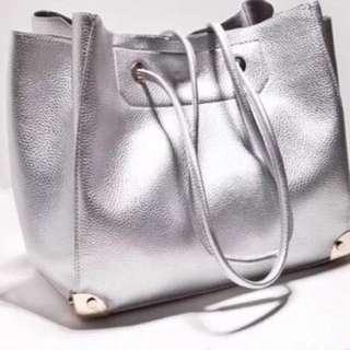 全新銀色側背包
