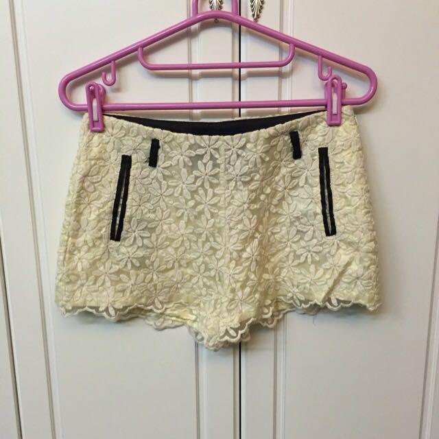 米白蕾絲短褲S