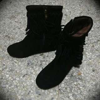 黑色麂皮流蘇 內增高短靴 (24.5)
