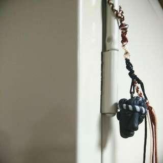 【手作小物】小黑人軟陶繩編吊飾