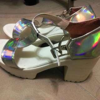 鐳射粗跟鞋