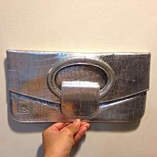 🚩贈送🚩銀色鱷魚紋手拿包