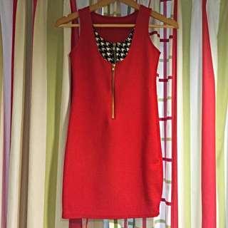大紅色洋裝