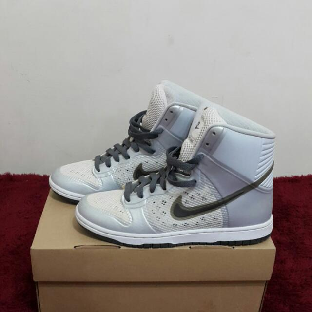 Nike銀色高筒休閒鞋