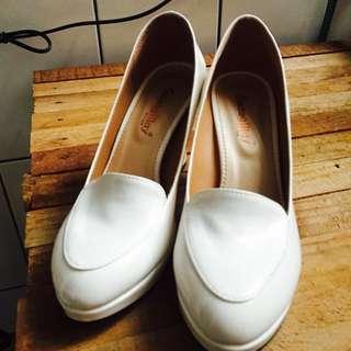 純白厚底高跟鞋