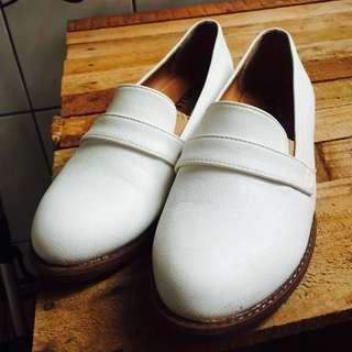 白色懶人鞋