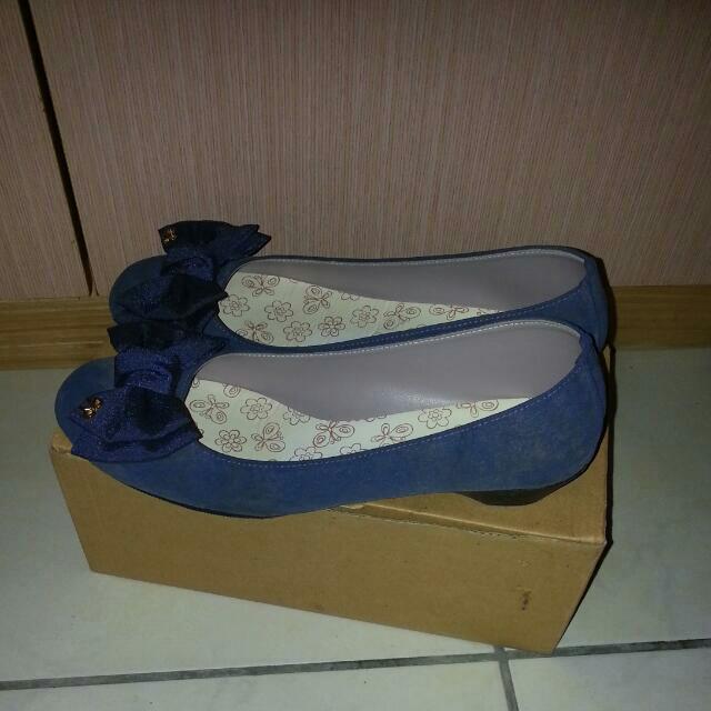 藍絨底跟鞋24碼