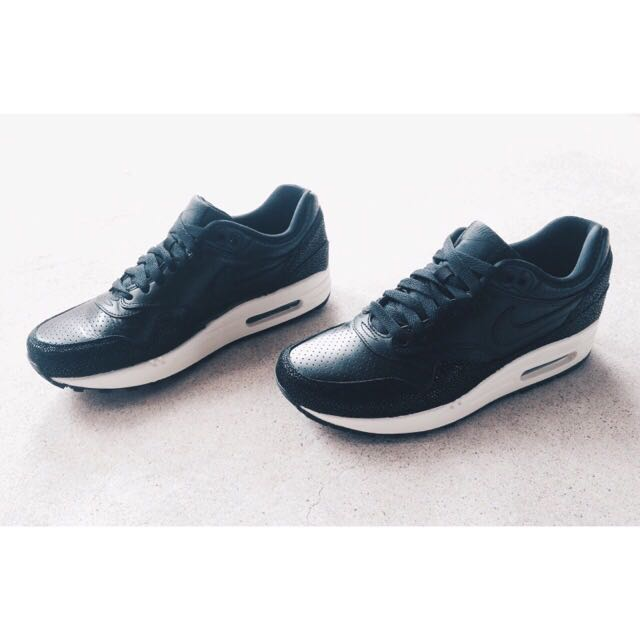 0af1e8eed8 Air Max 1 Leather Stingray Pack, Men's Fashion on Carousell