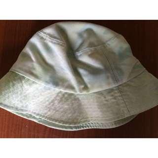 渲染淺綠漁夫帽