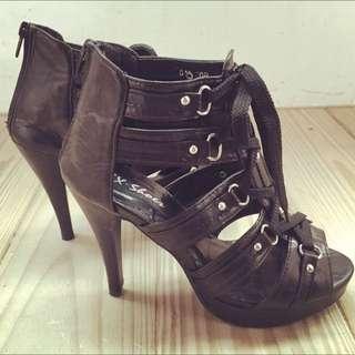黑色交錯綁帶高跟鞋
