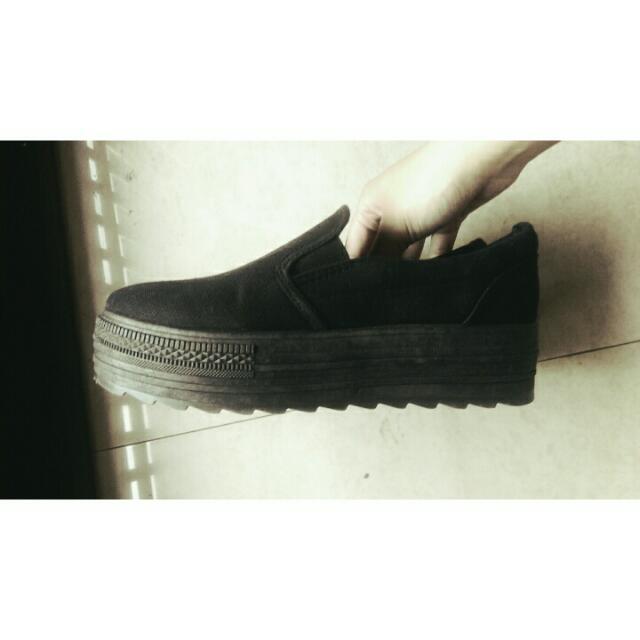 黑色基本款厚底鞋