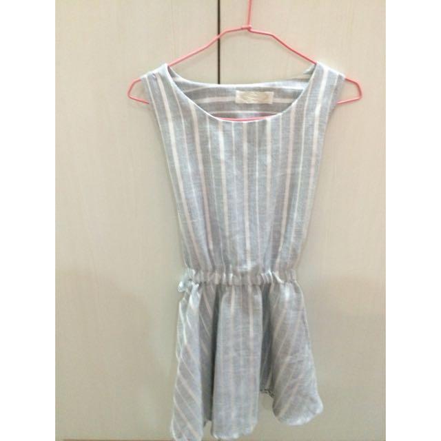 灰色小洋裝