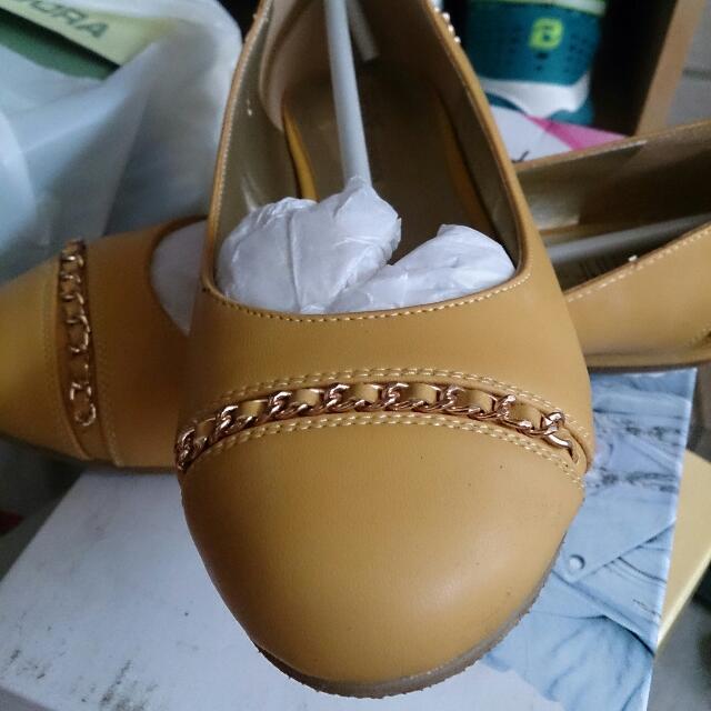 (達芙妮)黃色平底娃娃鞋