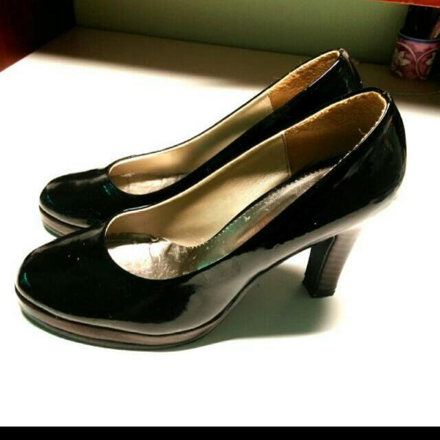 [保留] 黑色漆皮高跟鞋 37號