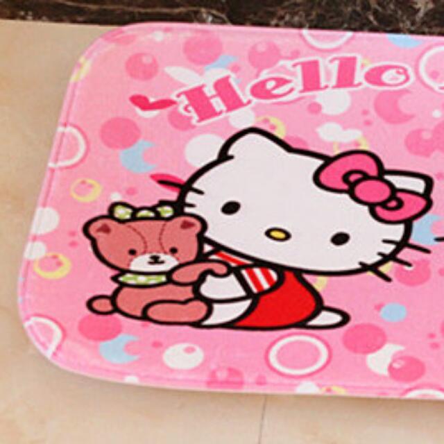 Hello Kitty 地墊 ~熊抱款