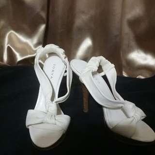 JORYA  乳白色高跟鞋