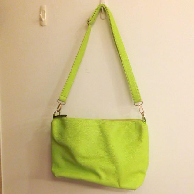 螢光綠斜背包