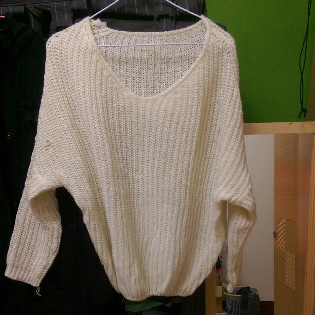白色可愛毛衣