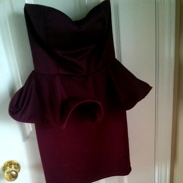 Bebe Dress (Never Worn)  Size:xs Color:burgundy Original Price :50.00$