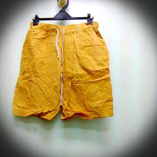 八成新黃色休閒五分褲