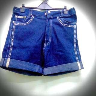 九成新牛仔短褲