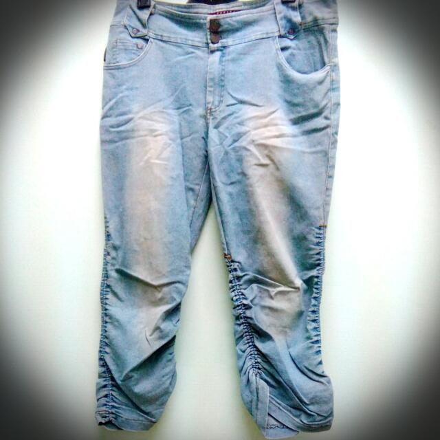 九成新休閒九分牛仔褲