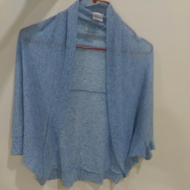 淺藍色薄外套