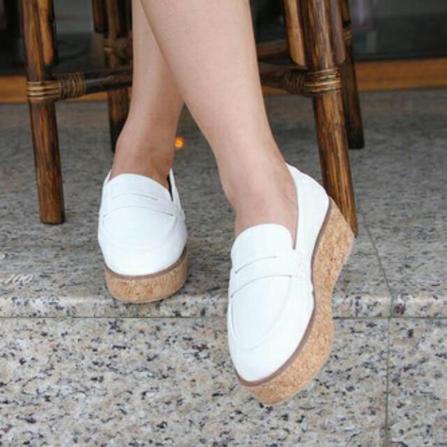 白色厚底鞋