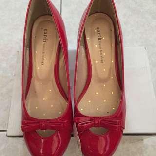 Earth 紅色氣楔型鞋