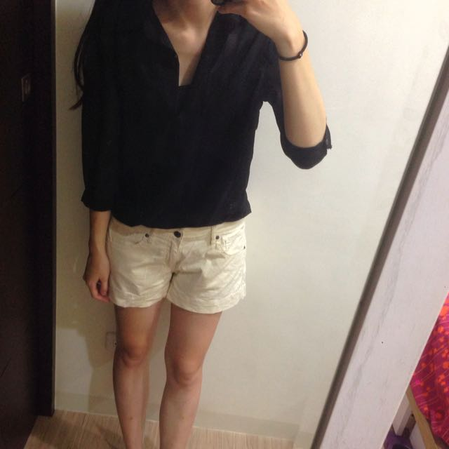 Uniqlo米白短褲