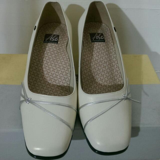 全新 ASO 阿瘦皮鞋 優雅白 真皮 粗根包鞋4.5號