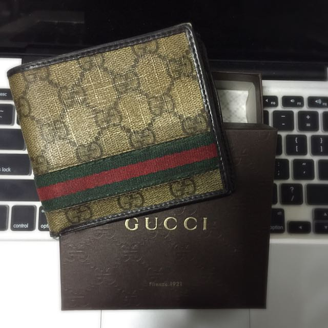 b91b4b329837 Gucci Preloved Men's Wallet (classic), Luxury on Carousell