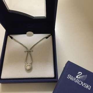 九成新SWAROVSKI 水晶項鍊(附保證書和盒子)