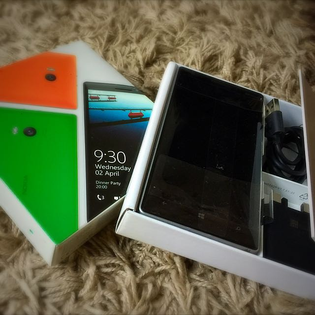 Green Nokia Lumia 930 Charger & Earphones Included