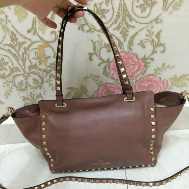 2987eb24d71 Authentic Valentino Handbag, Luxury on Carousell