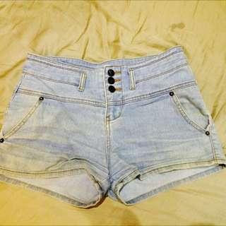 淺色牛仔排扣短褲m號
