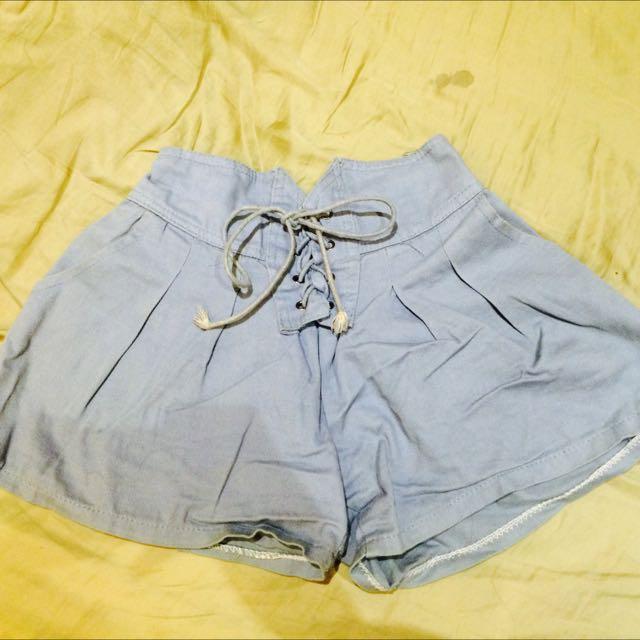 高腰淺藍色綁帶短褲